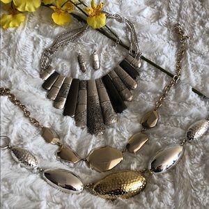 BUNDLE DEAL!! 3 Fabulous Necklaces & Earring Set🖤